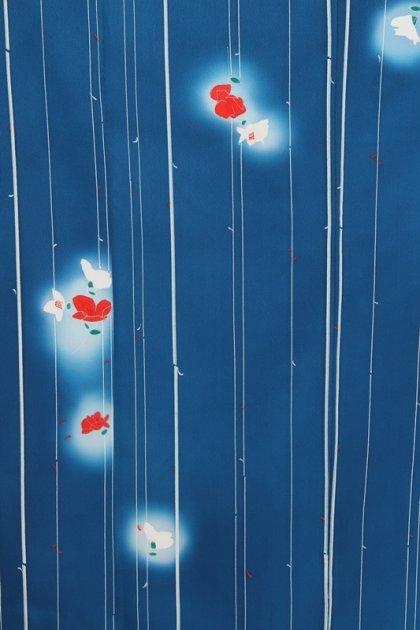 小紋27スカイブルー地に白赤花