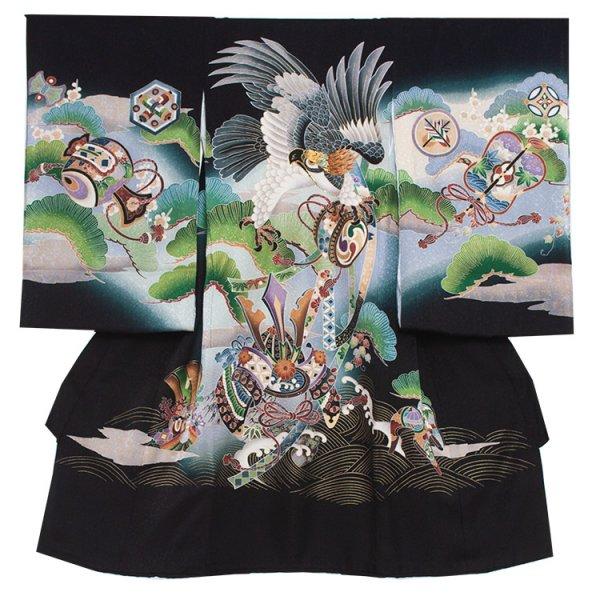 お宮参り男児268 黒地/刺繍鷹と緑松に兜