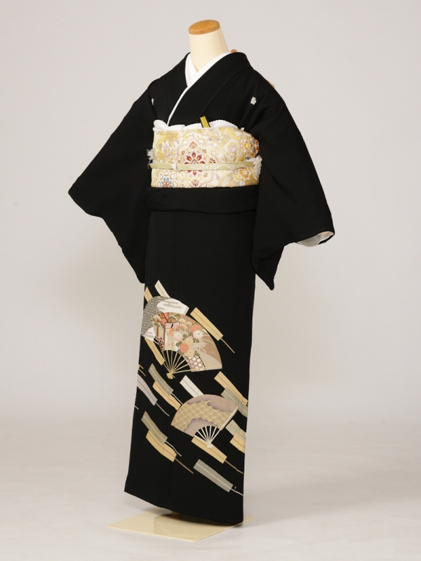 黒留袖0127亀甲四宝花扇子(正絹)